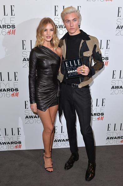 Rosie Huntington-Whiteley「Elle Style Awards 2016 - Winners Room」:写真・画像(8)[壁紙.com]