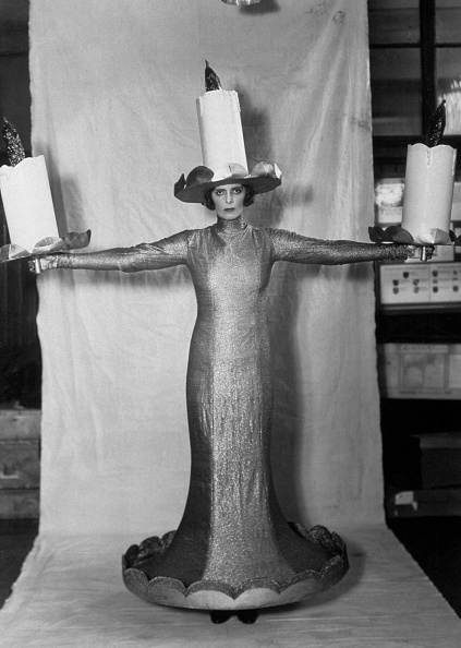 Costume「Woman With Candles」:写真・画像(11)[壁紙.com]