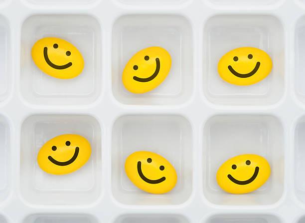 Happy pills:スマホ壁紙(壁紙.com)