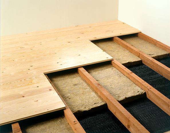 Hardwood Floor「Floorboard insulation with polystyrene fiberglass sheets」:写真・画像(16)[壁紙.com]