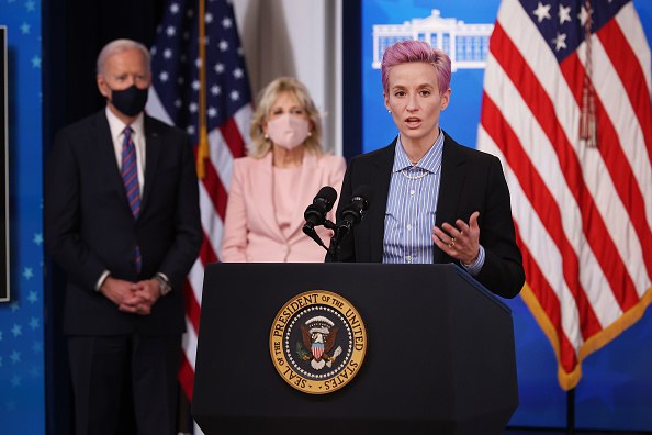 Women's Soccer「President Biden Holds White House Event To Mark Equal Pay Day」:写真・画像(14)[壁紙.com]