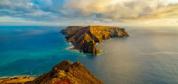 The Island Of Ilhéu da Cal In Porto Santo:スマホ壁紙(壁紙.com)