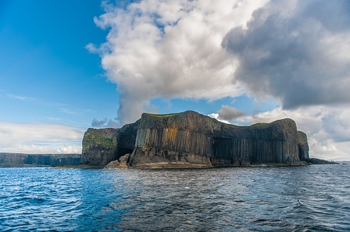 Basalt「The island of Staffa from sea」:スマホ壁紙(9)