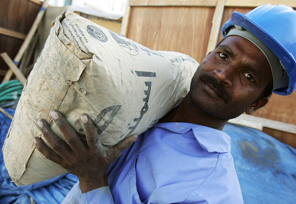 Employment And Labor「Cement, at the construction site in Abuhail, Dubai, United Arab Emirates, April 2007.」:写真・画像(17)[壁紙.com]
