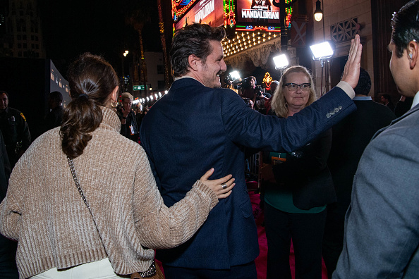 "The Mandalorian - TV Show「Premiere Of Disney+'s ""The Mandalorian"" - Red Carpet」:写真・画像(3)[壁紙.com]"
