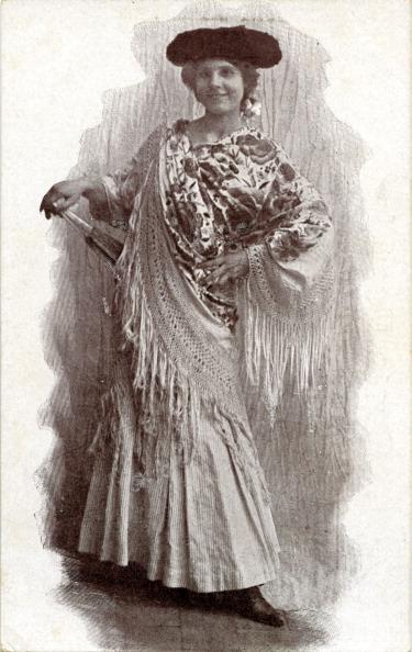1900「Woman in traditional Spanish dress」:写真・画像(15)[壁紙.com]