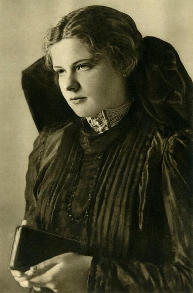 Shy「Woman In Traditional Costume」:写真・画像(13)[壁紙.com]