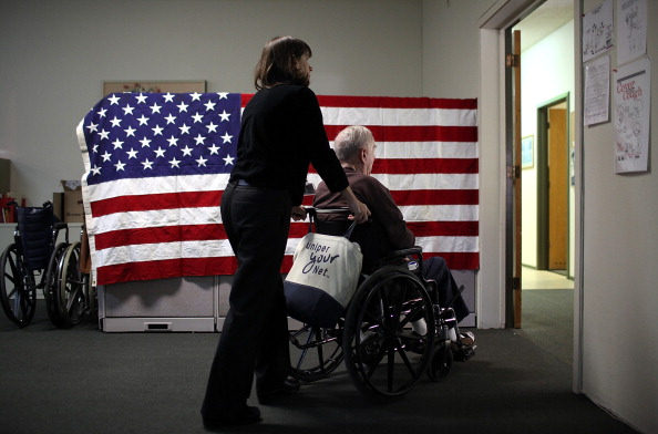 Healthcare Worker「Proposed California Budget Cuts Threaten Adult Day Health Care」:写真・画像(2)[壁紙.com]