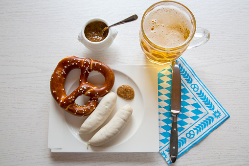 お祭り「Sausage with preztel on plate and beer mug, sweet mustard, knife and napkin」:スマホ壁紙(17)