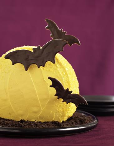 ハロウィン「Halloween bat and moon cake」:スマホ壁紙(0)