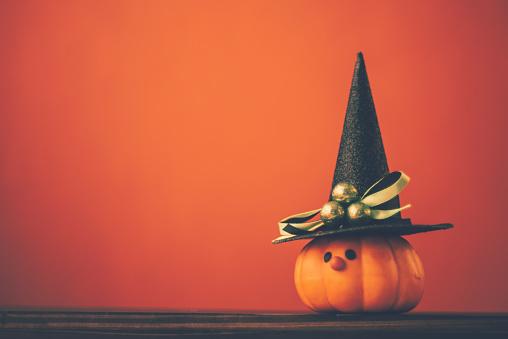 Halloween「Halloween background with cute pumpkin witch」:スマホ壁紙(18)