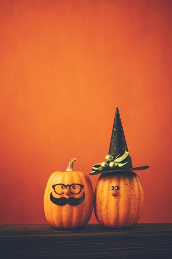 Nerd「Halloween background with cute pumpkin couple」:スマホ壁紙(17)
