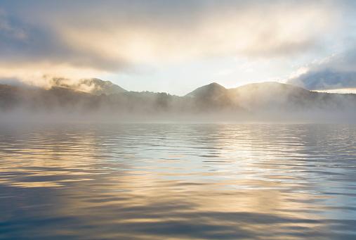 Adirondack Forest Preserve「Mist rising on Lake Placid at sunrise」:スマホ壁紙(16)