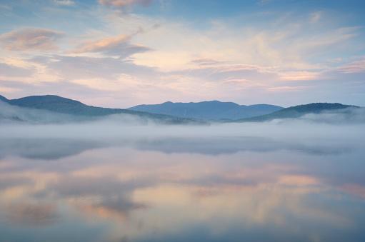 アディロンダック森林保護区「Mist rising on Lake Placid,」:スマホ壁紙(15)