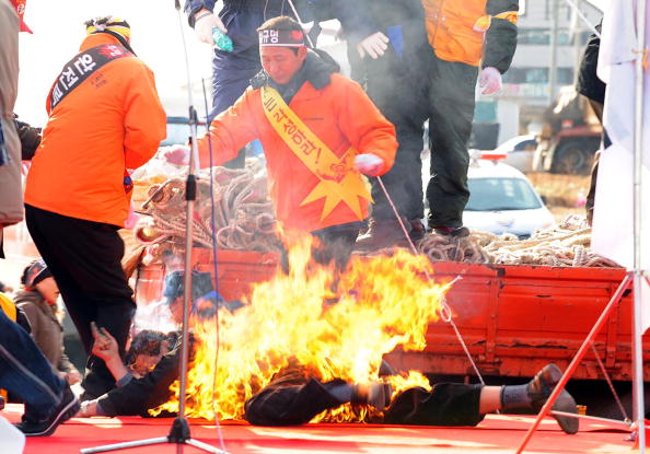 Self-Immolation「15,000 Residents Of Taean Stage Protest」:写真・画像(13)[壁紙.com]
