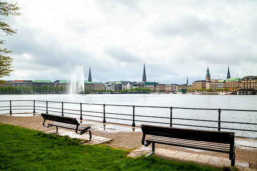 Bench「City view with Inner Alster in the foreground, Hamburg, Germany」:スマホ壁紙(13)