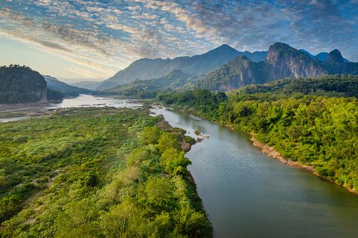 Emerald Green「Mekong River in Laos Luang Prabang Pak Ou Drone View」:スマホ壁紙(15)