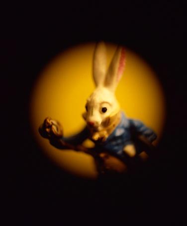 Alice in Wonderland「Rabbit statue」:スマホ壁紙(1)