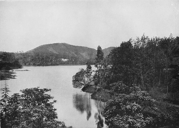 Crockery「'A Corner of Nuwara Eliya Lake', c1890,」:写真・画像(18)[壁紙.com]