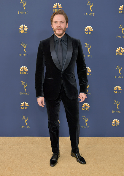 Shawl Collar「70th Emmy Awards - Arrivals」:写真・画像(7)[壁紙.com]