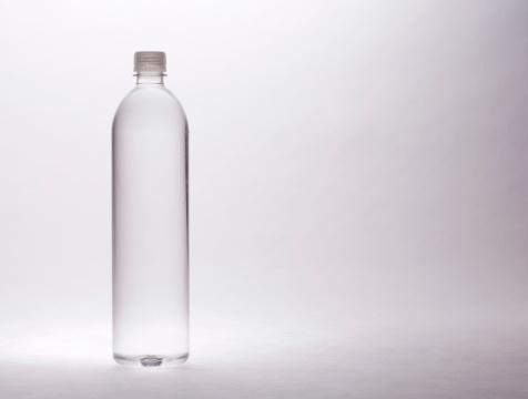 透明「ドラマチックなボトル入りウォーター」:スマホ壁紙(10)