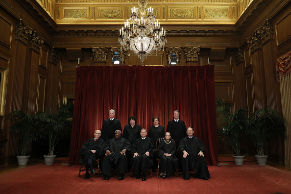 Supreme Court「U.S. Supreme Court Justices Pose For Official Group Portrait」:写真・画像(9)[壁紙.com]