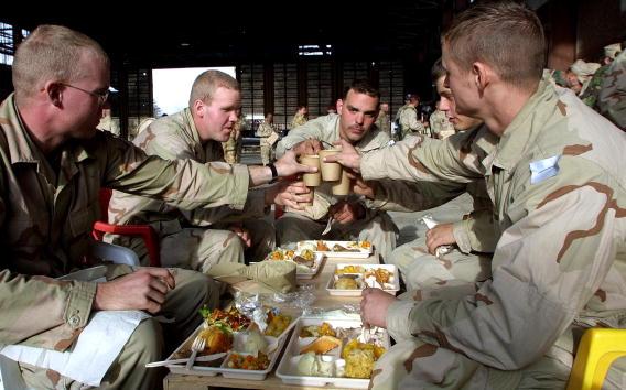 Bagram「Soldiers Enjoy Christmas Dinner in Kabul」:写真・画像(17)[壁紙.com]