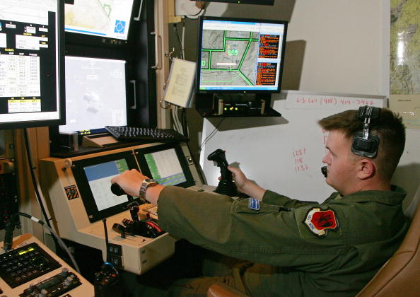 Drone Pilot「Reaper Aircraft Flies Without Pilot From Creech AFB」:写真・画像(1)[壁紙.com]