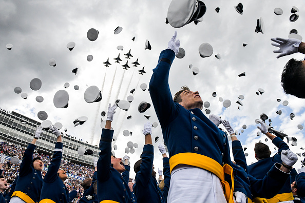 Bestpix「President Trump Delivers Remarks At US Air Force Academy Graduation Ceremony」:写真・画像(10)[壁紙.com]