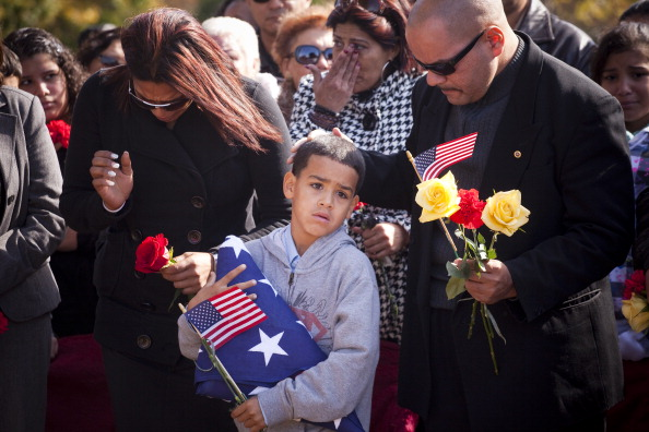 Michael Nagle「Marine Lance Corporal Killed In Afghanistan Is Buried In New Jersey」:写真・画像(1)[壁紙.com]