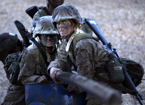 女「U.S. Marines Recruits Train At Parris Island」:写真・画像(1)[壁紙.com]