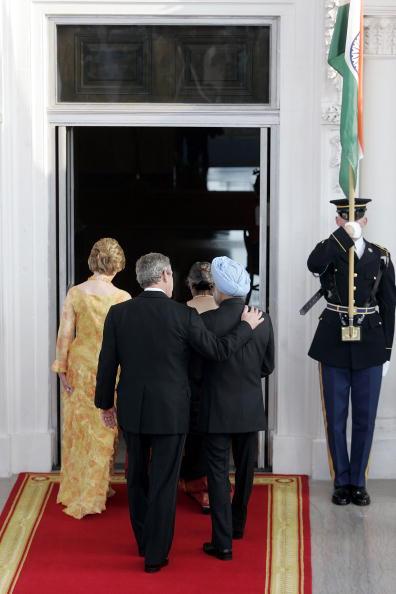 Human Arm「President Bush Greets Indian Prime Minister At The White House」:写真・画像(4)[壁紙.com]