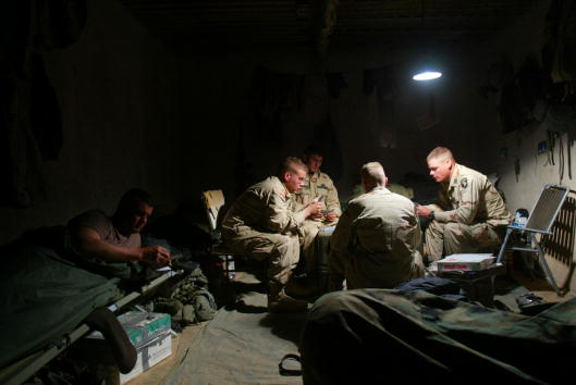 Sand Trap「Building supplies unloaded at the Kandahar Airbase in Afghanistan」:写真・画像(8)[壁紙.com]