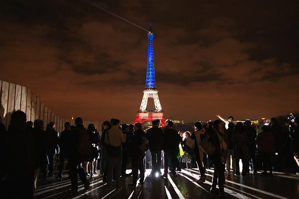 Paris - France「Paris Turns Blue, White and Red For Victims Of Friday's Terrorist Attacks」:写真・画像(16)[壁紙.com]