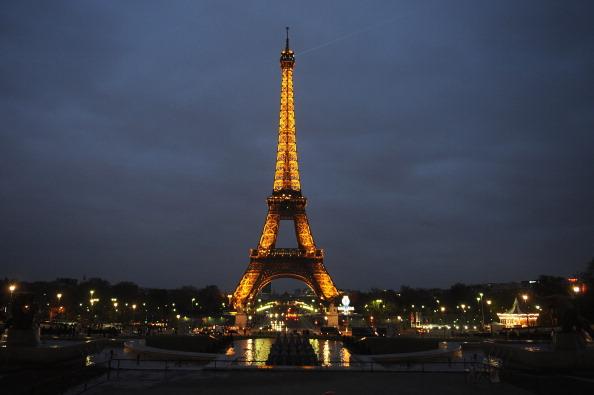 Eiffel Tower「Earth Hour In Paris」:写真・画像(0)[壁紙.com]