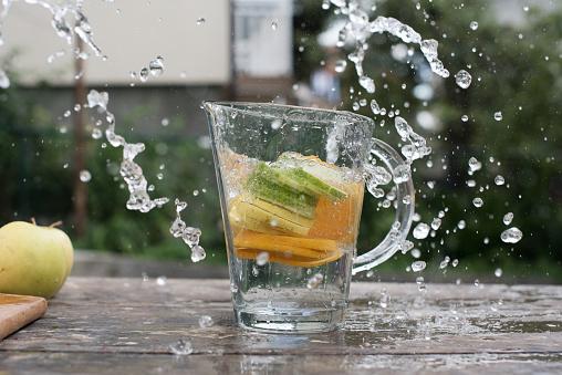 かんきつ類「Orange, lemon and lime slices in a jug of water」:スマホ壁紙(16)