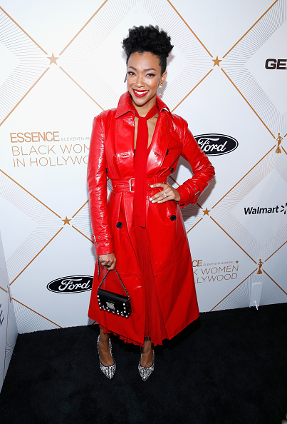 赤のコート「2018 Essence Black Women In Hollywood Oscars Luncheon - Red Carpet」:写真・画像(16)[壁紙.com]