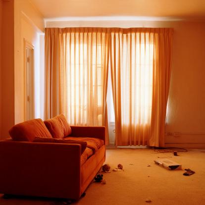 Abandoned「Sofa in messy living room」:スマホ壁紙(4)