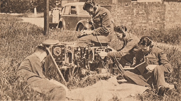 Wireless Technology「Wireless Operator Inside Latest Type of Training Machine, 1940.」:写真・画像(9)[壁紙.com]
