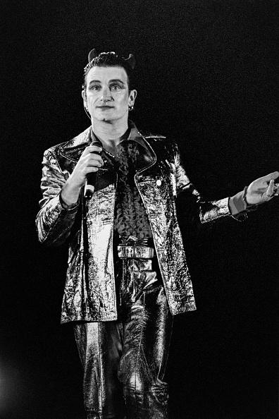Horned「Bono performs as Mr MacPhisto 1992」:写真・画像(12)[壁紙.com]