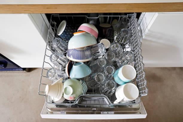 A dishwasher full of clean crockery shot from above.:スマホ壁紙(壁紙.com)