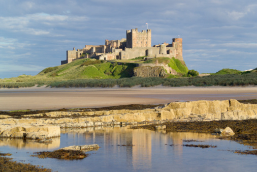 Castle「UK, England, Northumberland, Bamburgh Castle on hill near beach」:スマホ壁紙(9)