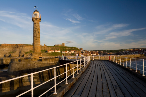 Beacon「England, North Yorkshire, Whitby, pier and lighthouse」:スマホ壁紙(7)
