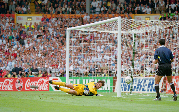 Spain「David Seaman Penalty Save Euro 96 England v Spain Quarter Final」:写真・画像(18)[壁紙.com]