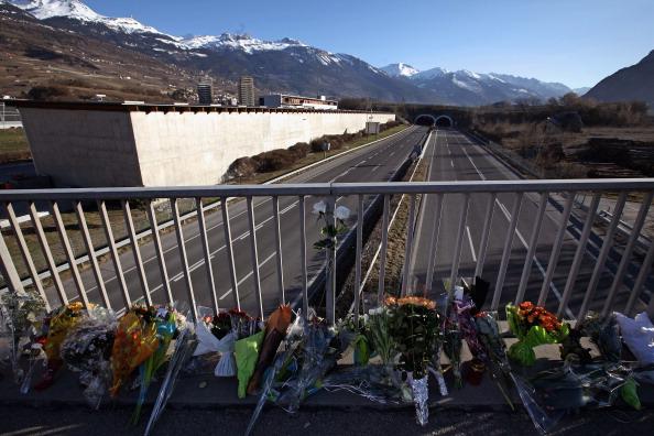 Highway「Coach Disaster Kills Belgian Children And Adults On Swiss Ski Trip」:写真・画像(16)[壁紙.com]