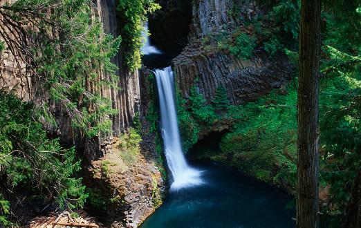 Umpqua National Forest「Toketee Falls in Umpqua National Forest」:スマホ壁紙(4)