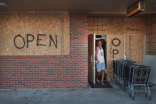 Strip Mall「Florida Prepares For The Arrival Of Hurricane Dorian」:写真・画像(5)[壁紙.com]