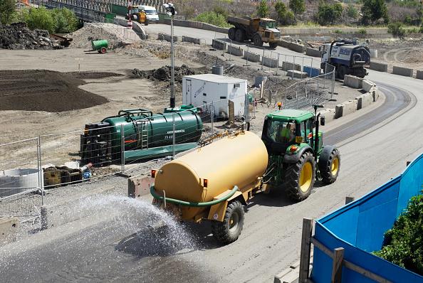 2012 Summer Olympics - London「Washing mud of the road on the Olympic stadium site, East London, UK」:写真・画像(15)[壁紙.com]