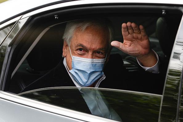 Sebastián Piñera「Chileans Vote in the Constitutional Referendum Amid Social Tension」:写真・画像(4)[壁紙.com]