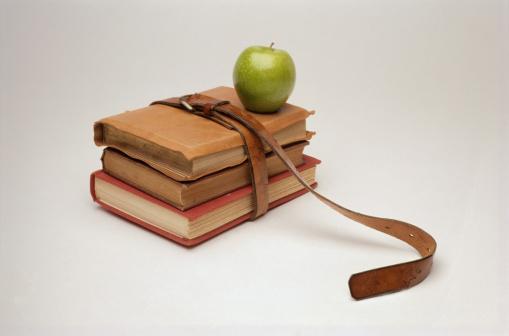 Belt「Books and Apple」:スマホ壁紙(8)